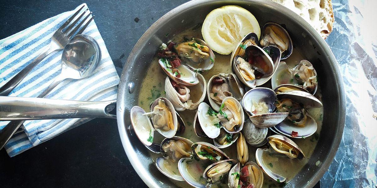 Mussels in pan