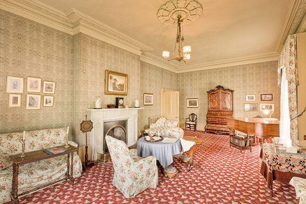 Vist Elizabeth Gaskell's Victorian house