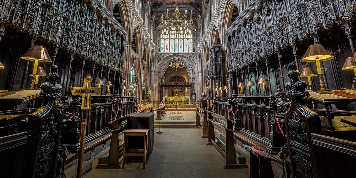 Marvel at Manchester Cathedral's magnificent architecture