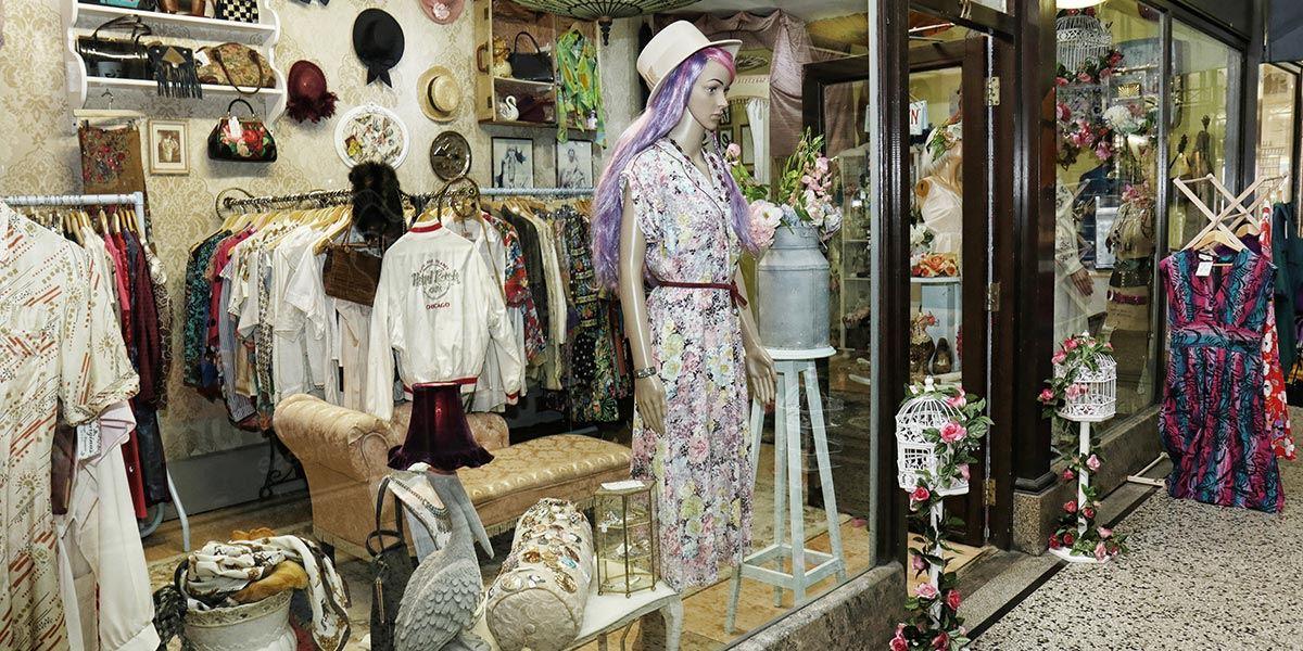 Georgina's Vintage Couture shop front, Reading shop