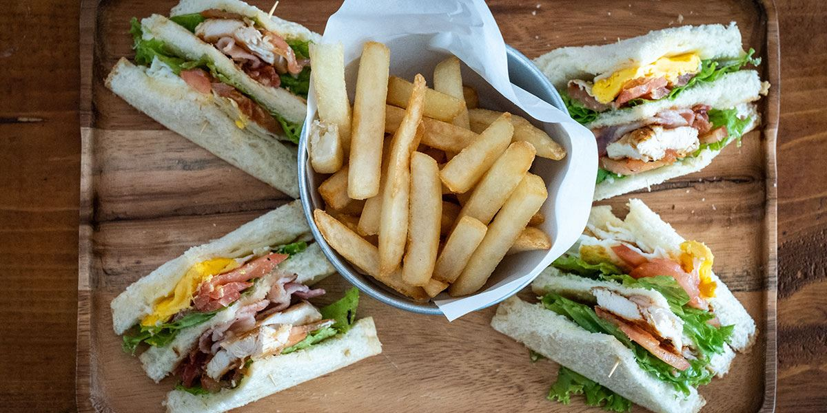 Sandwich and chips at a cafe